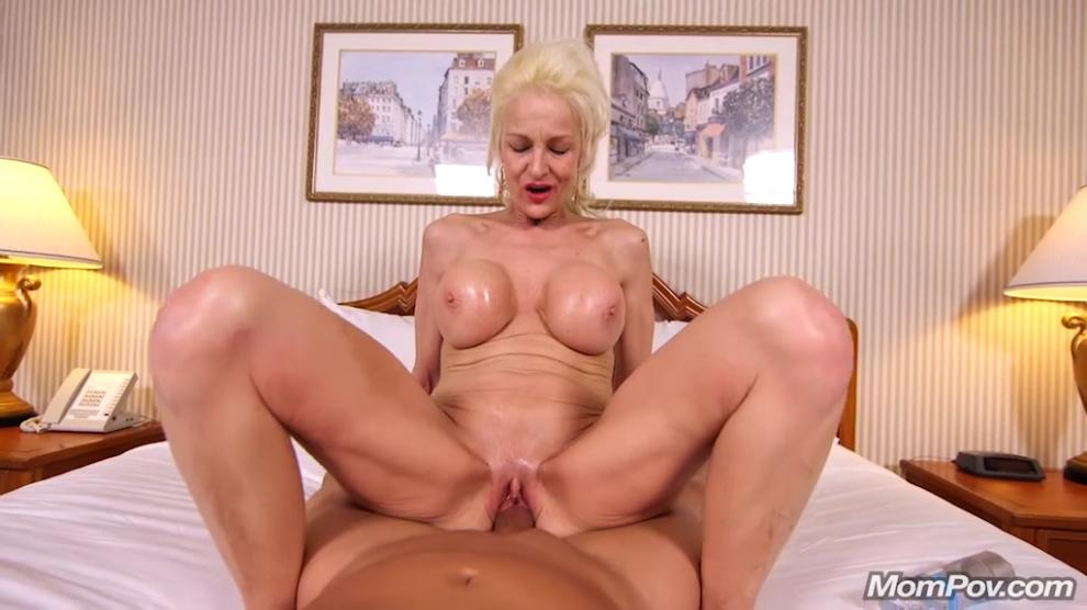 [MomPov.com] Bernadette - Big tits blonde Vegas cougar (01.03.2019) [All Sex, Blowjobs, POV, MILF, 576p]