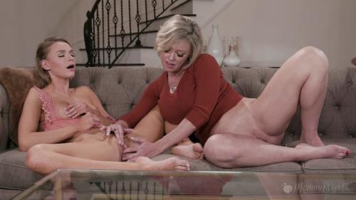 MommysGirl 19 04 13 Emma Hix And Dee Williams Mastur-Baiting Mommy XXX 2160p MP4-KTR