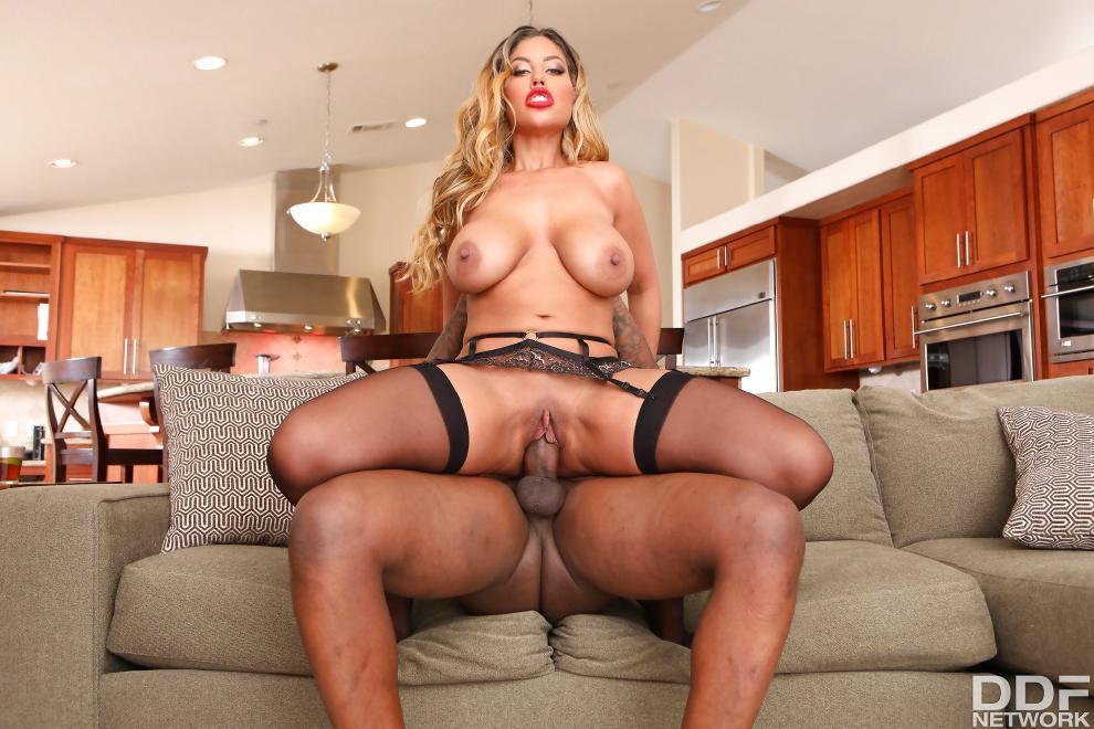 Bridgette B. - Big Black Cock Makes Her Wet [720p]