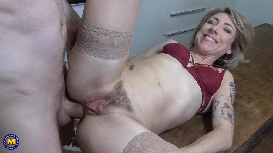[Mature.nl / Mature.eu] Julie Holly (EU) (35) - Naughty French mom loves to have a big hard cock rammed up her ass while she screams for more [2019-04-26, Anal, Blowjob, Cum, Pantyhose, Hairy, Hardcore, Moms, 1080p]