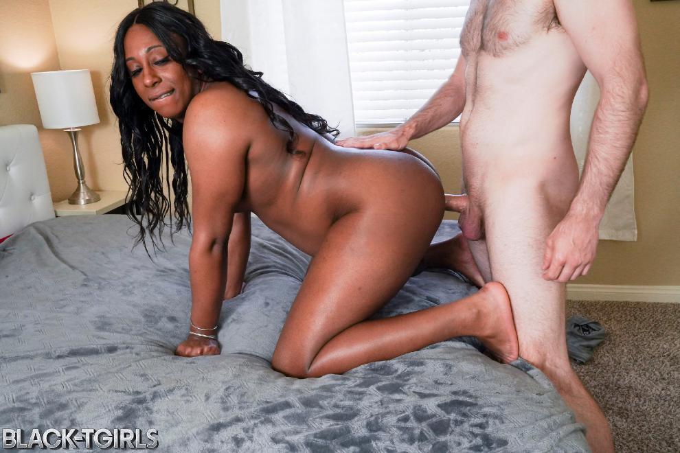 [Black-TGirls.com] Kylie Amoi - Kylie Amoi Enjoys Hard Fucking! [08.05.2019 г., Shemale, Hardcore, Black, 720p]